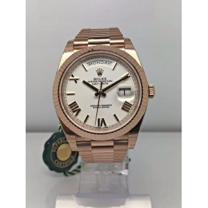 Rolex [NEW] Day-Date 40mm Rose Gold White Roman Dial 228235